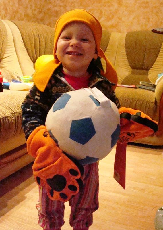 Лев готовится к прыжку!!!!!!!!!!. Буду футболистом!
