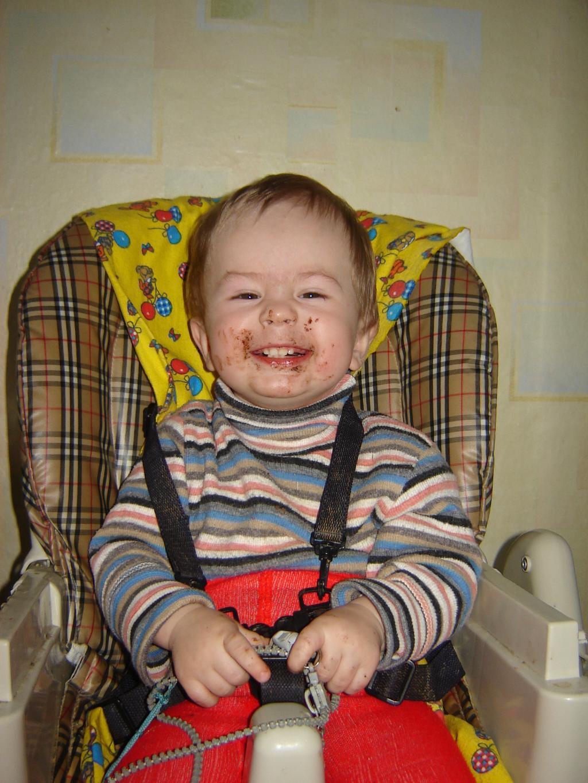 Пап, шоколад я весь съел, а зубы не покрасились!!!. Сладкоежки