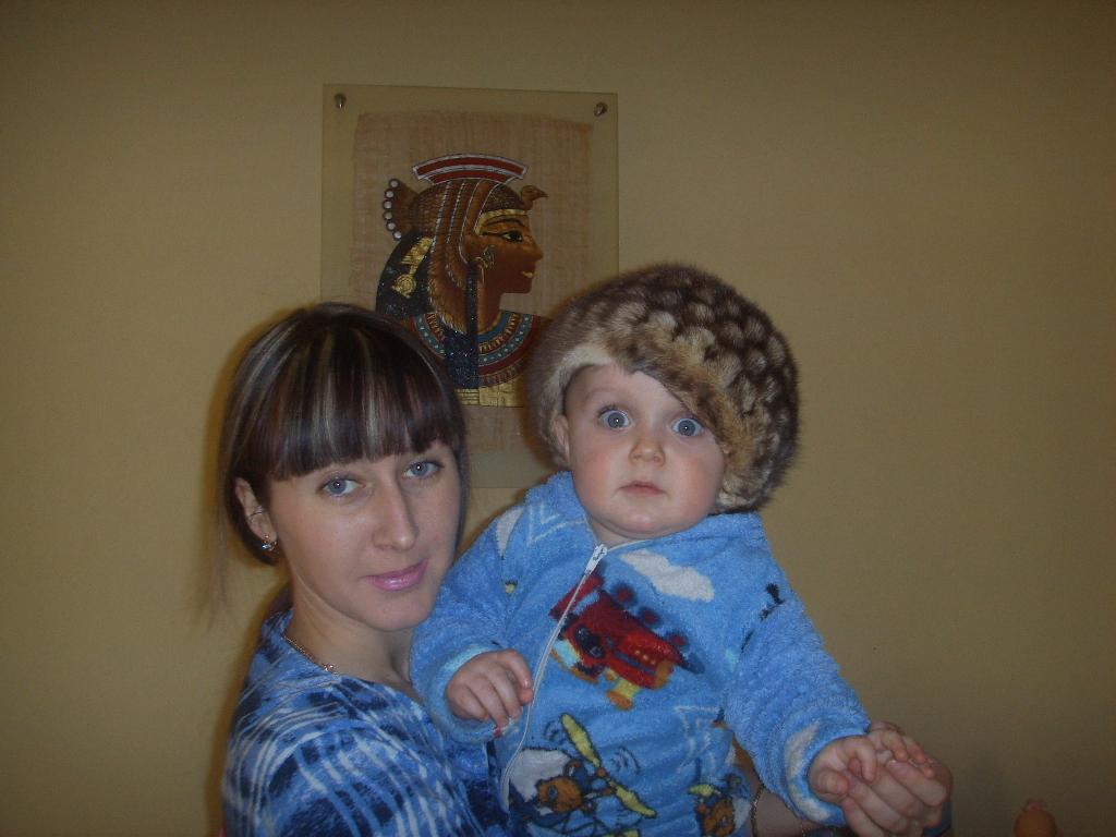 Мы с сыночком друзья, куда он, туда и я ))).
