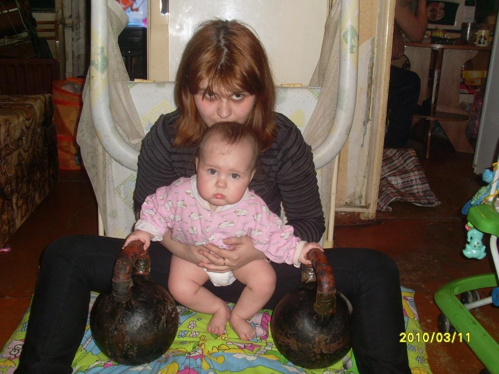Юная тяжелоатлетка. Олимпийцами становятся с рождения