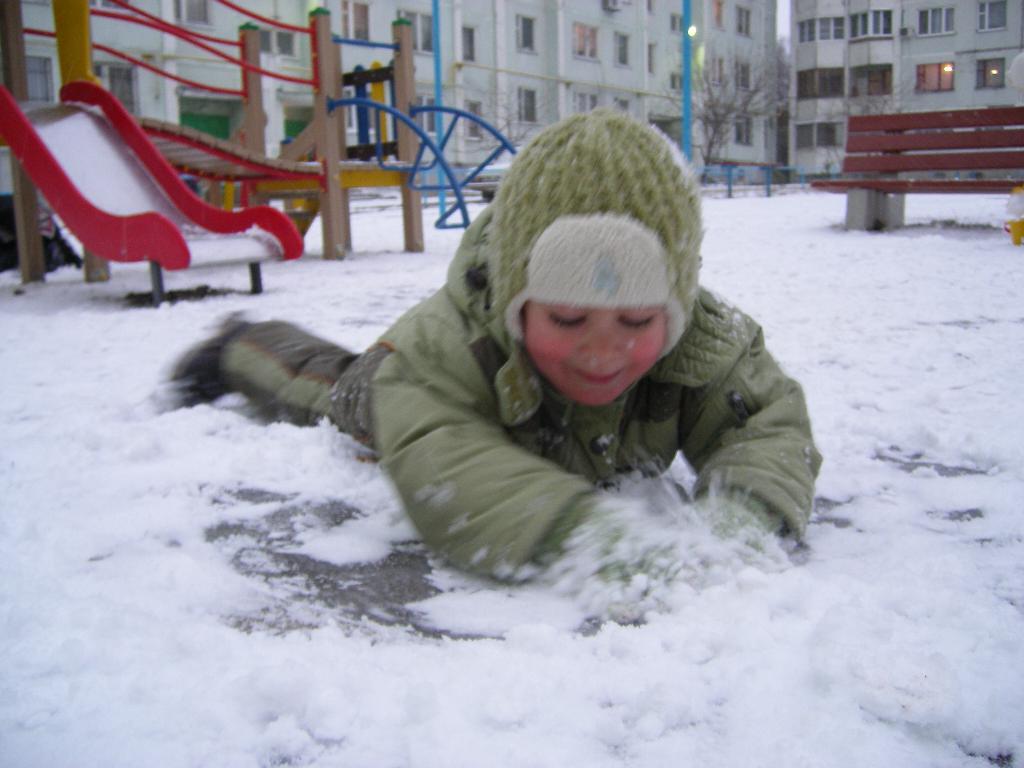 Ныряем в снег!.