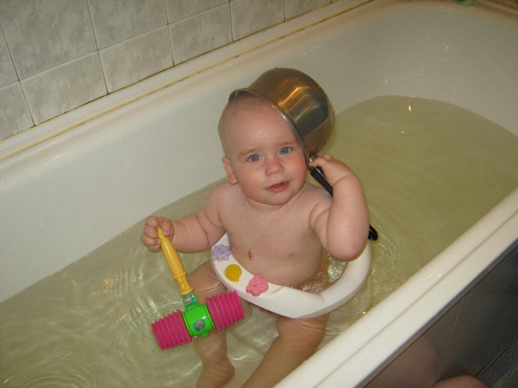 Обожаю купаться . Моем, моем трубочиста!