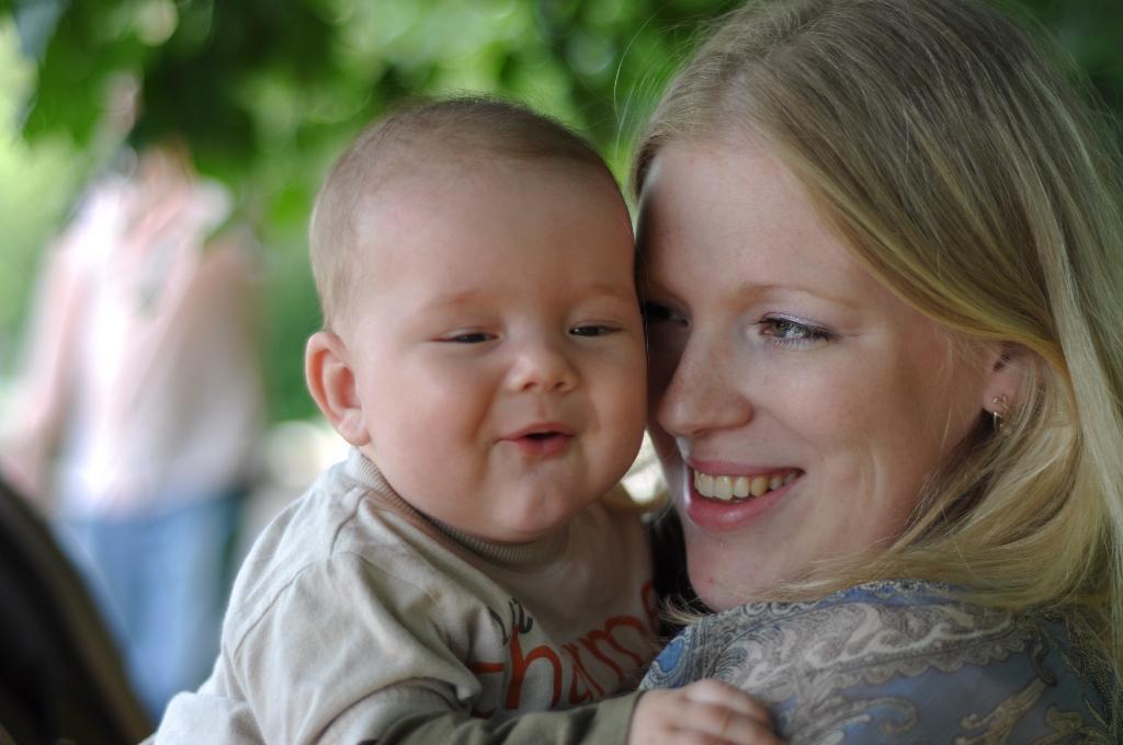 Вот так насмешила. Закрытое голосование фотоконкурса 'Счастье в маминых руках'