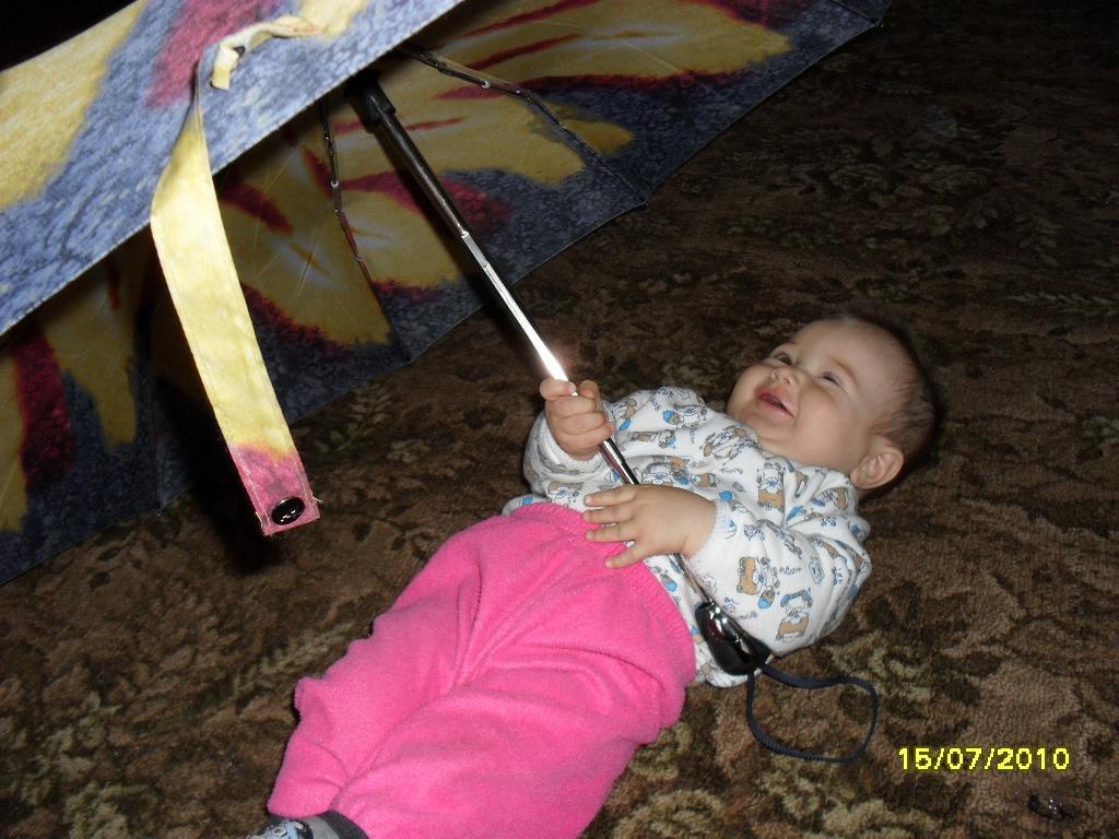 я под зонтиком лежу!. Да здравствует дождь!