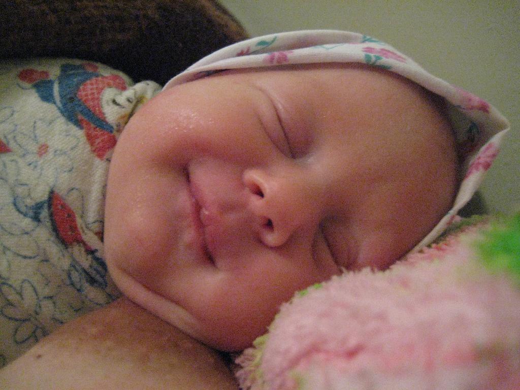 Первая улыбка. Новорожденные
