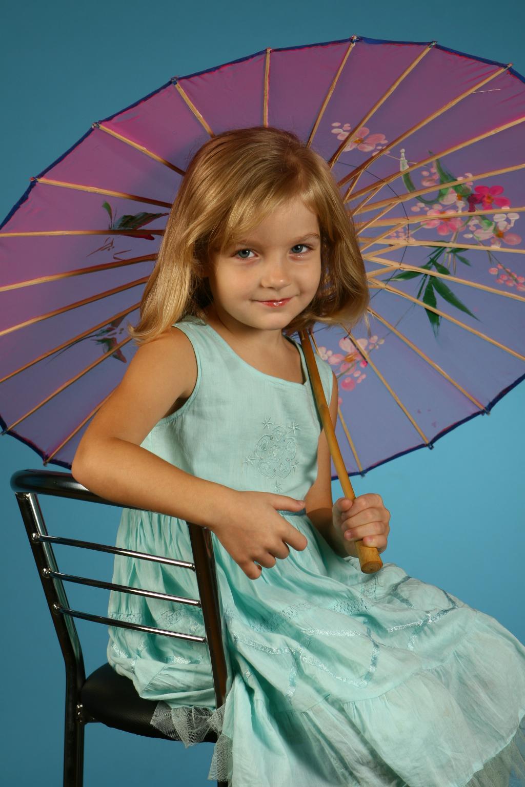 Девочка с зонтиком.. Да здравствует дождь!