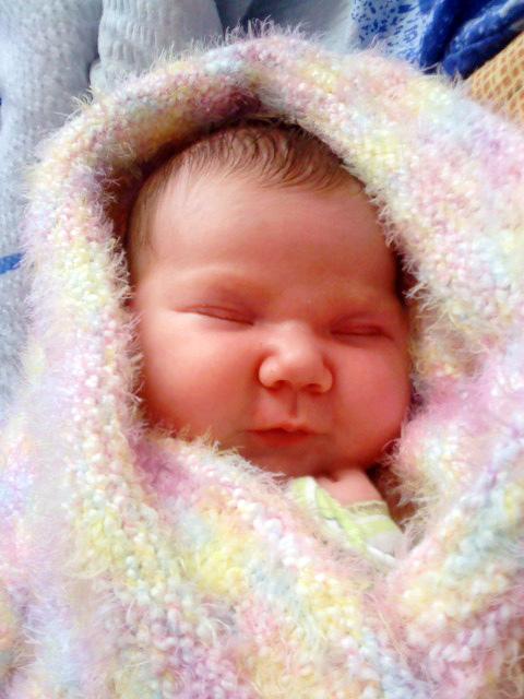 доча спит. Первый месяц