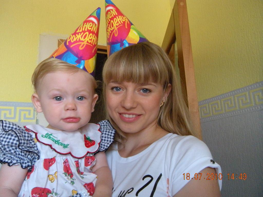 Празднуем первый День Рождения!. Счастье в маминых руках