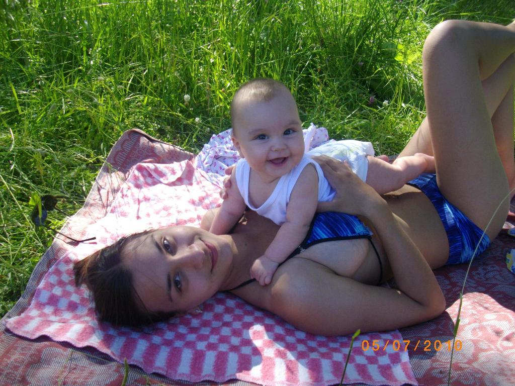 первый пикник. Счастье в маминых руках