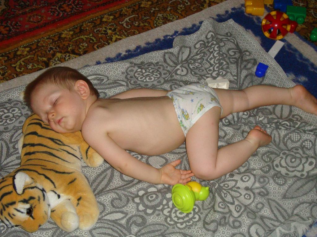Спи, моя радость, усни.... Спят усталые игрушки