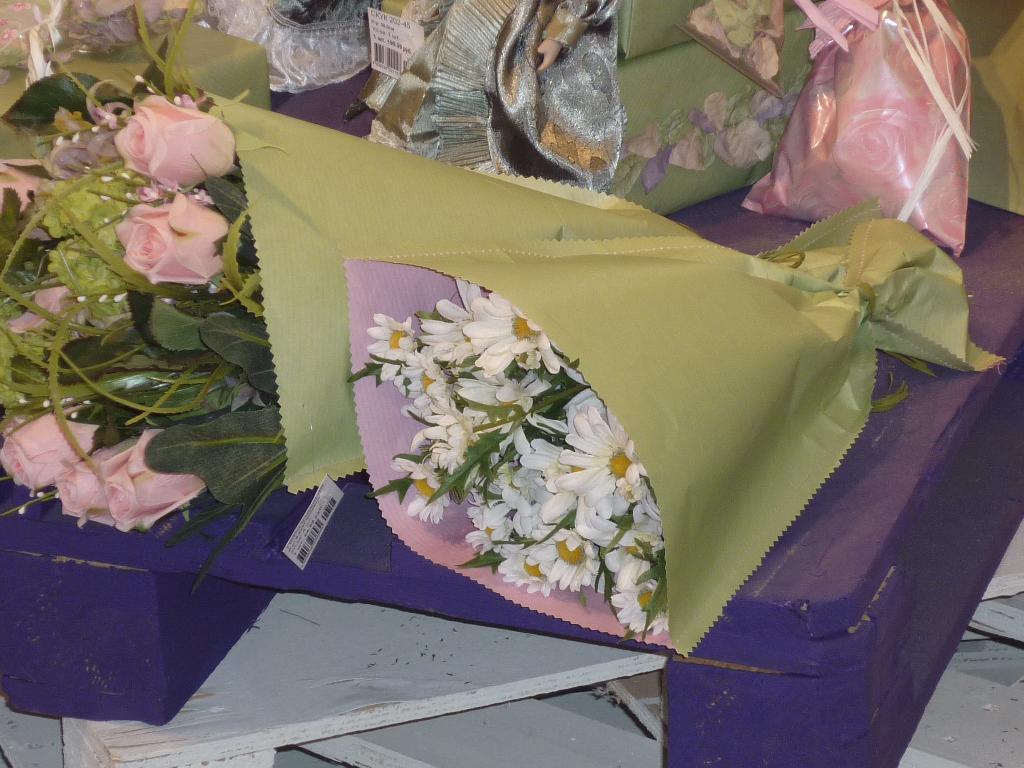 Упаковка цветов для магазина смотреть видео, жестко ебет сучку в анал