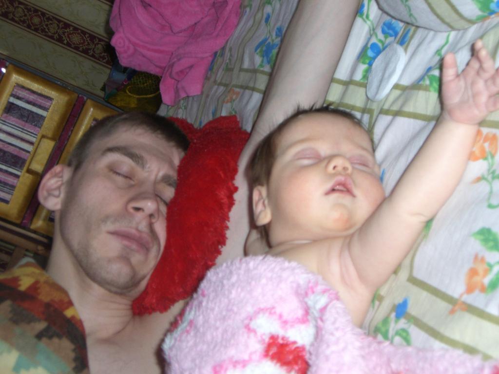 мои одинаковые муж и дочка. Как две капли