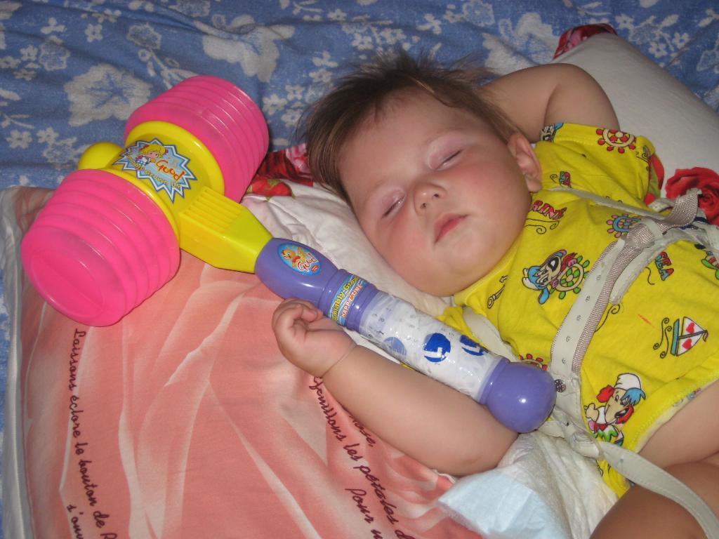 Мы немножко отдохнем и опять стучать начнем !!!. Спят усталые игрушки
