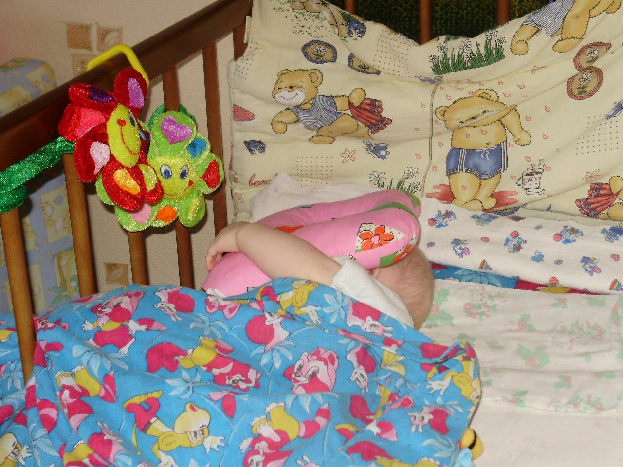 любимая подушечка. Спят усталые игрушки