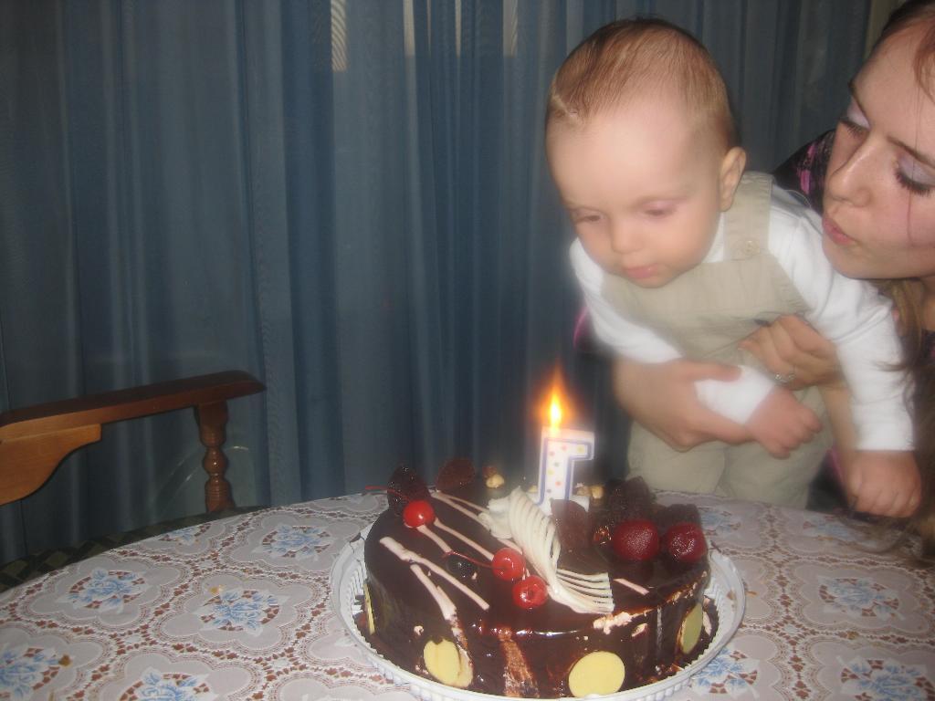 Самый первый День Рождения!. Первый День рождения