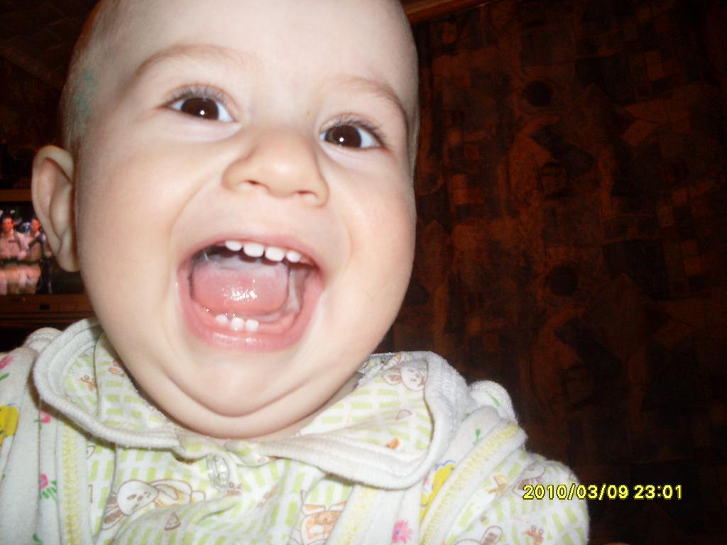 9 месяцев. Мои первые зубки