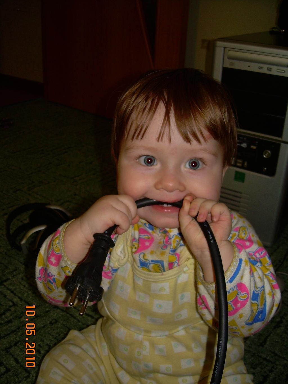 И двумя зубами перегрызу!!!!. Мои первые зубки