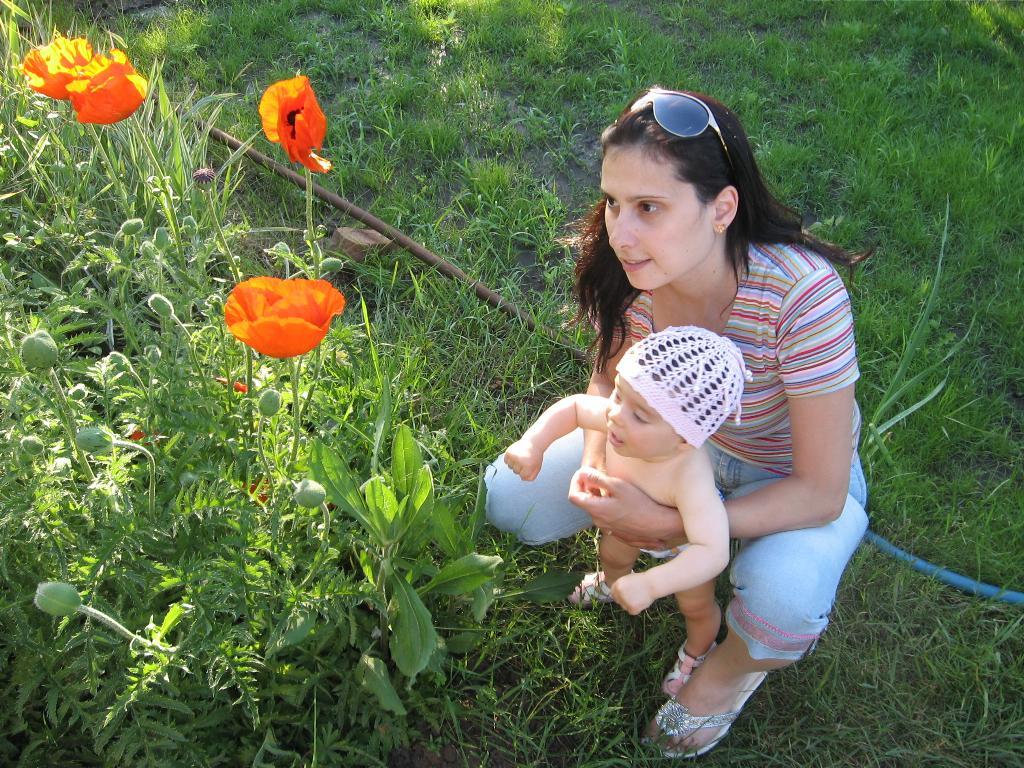 Мама! Это и есть цветочки?. Закрытое голосование фотоконкурса 'Мое первое лето'