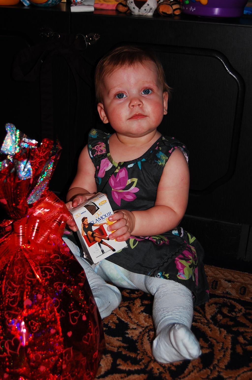 именинница в подарках. Первый День рождения