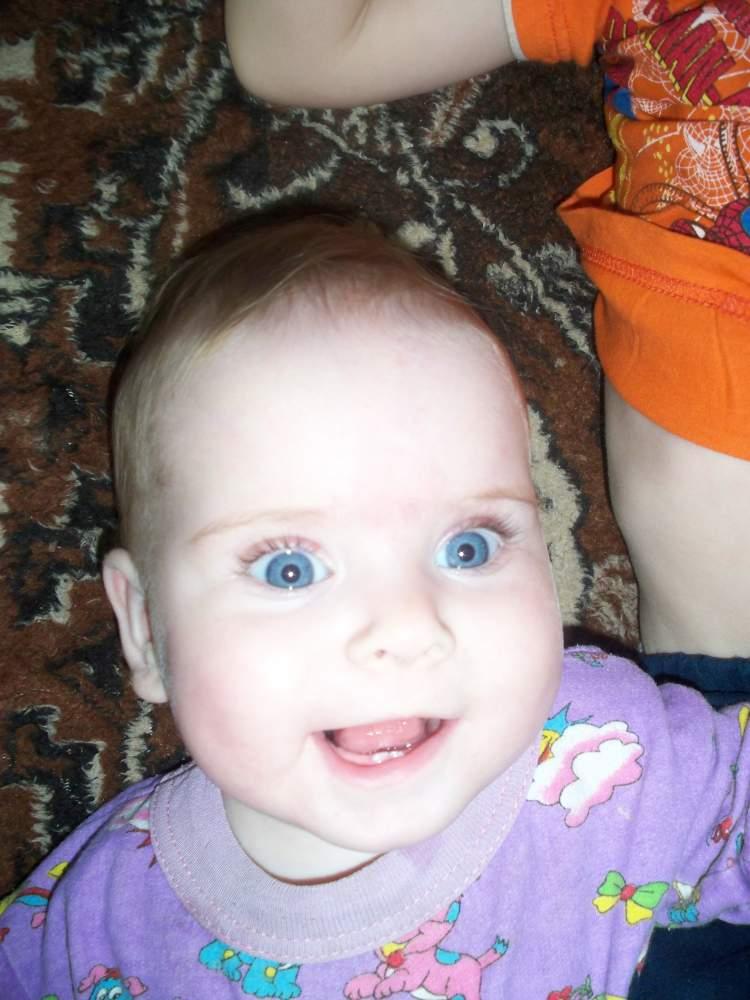 Мои первые зубки, а мне всего 4 месяца. Мои первые зубки
