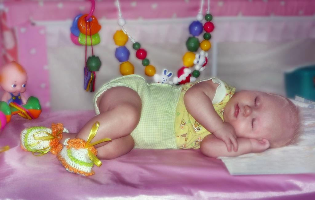 - Я фантазирую, сплю и позирую!. Спят усталые игрушки
