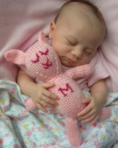 Розовые сны с розовым зайцем.. Закрытое голосование фотоконкурса 'Спят усталые игрушки'