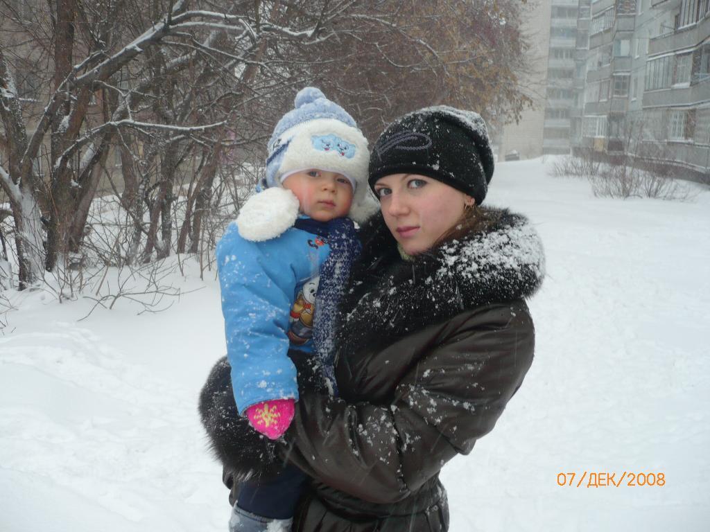 Мороз крепчает, мамина любовь согревает!!!. С мамой на прогулке