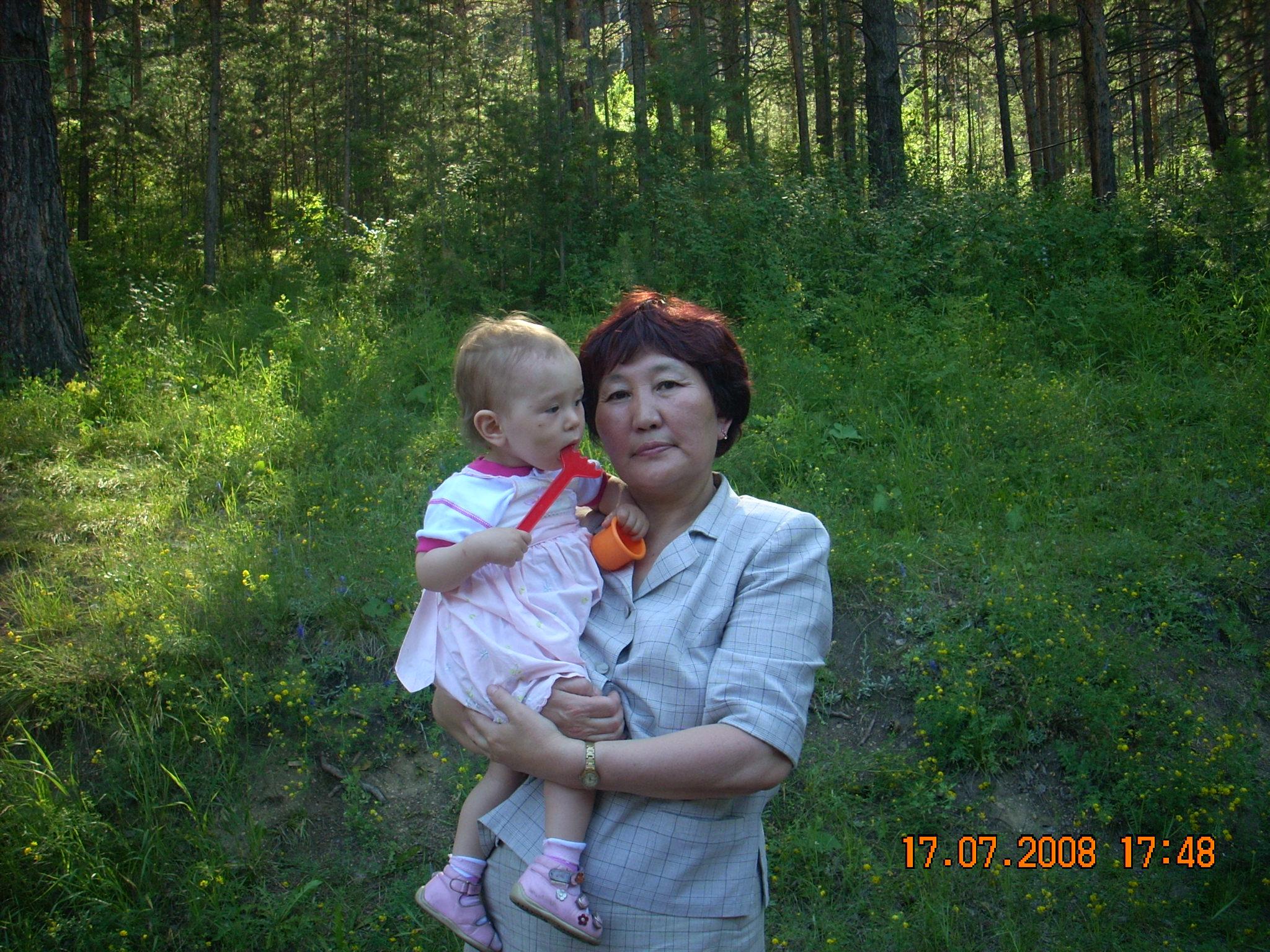 Гулять мы очень любим!. С мамой на прогулке