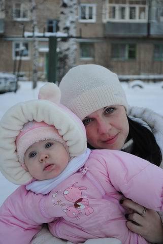 Две Снегурки - на прогулке! ))). С мамой на прогулке