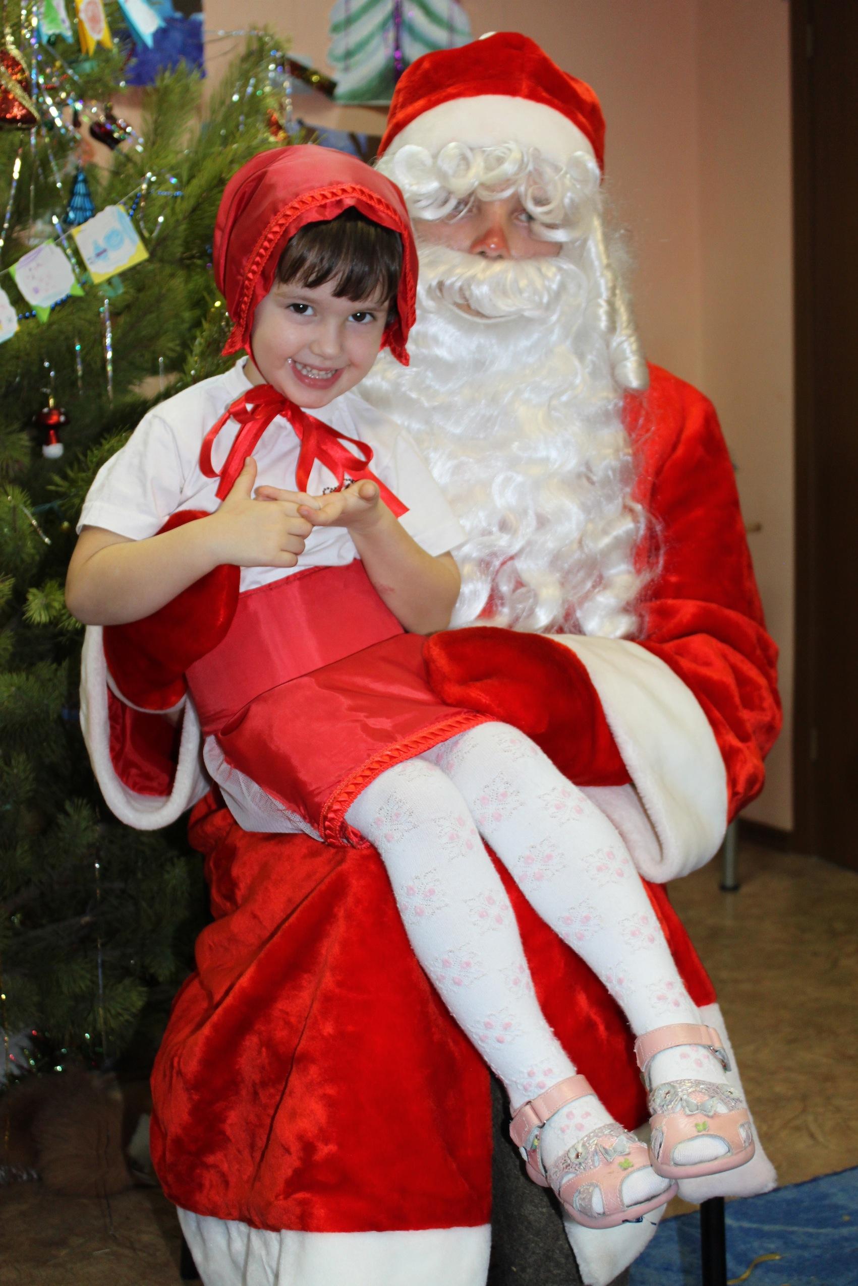 Красная шапочка и Дед Мороз. Новогодний карнавал
