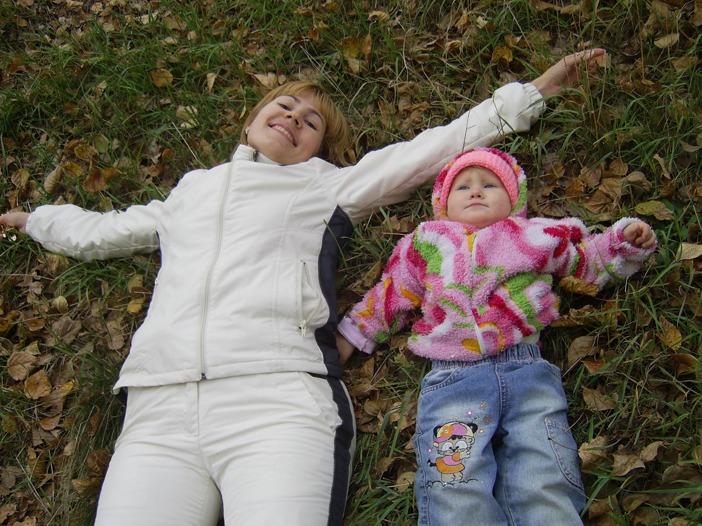 Мы гуляли...Мы устали.... С мамой на прогулке