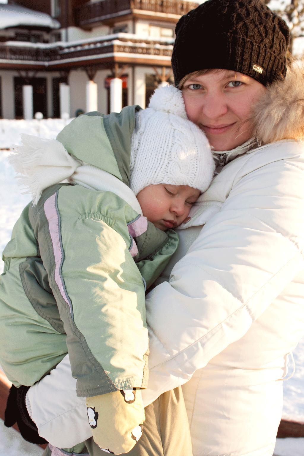 Угуляли ребетёнка, что покинули силёнки!. Закрытое голосование фотоконкурса 'С мамой на прогулке'