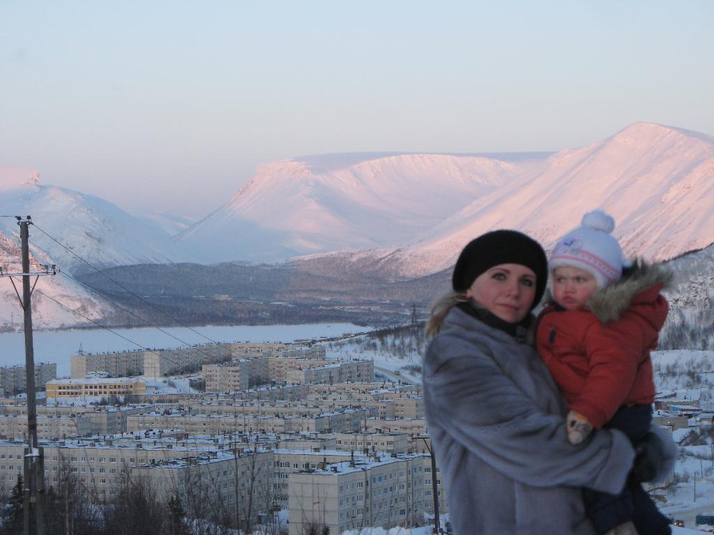 Однажды морозным денечком!!!!. С мамой на прогулке