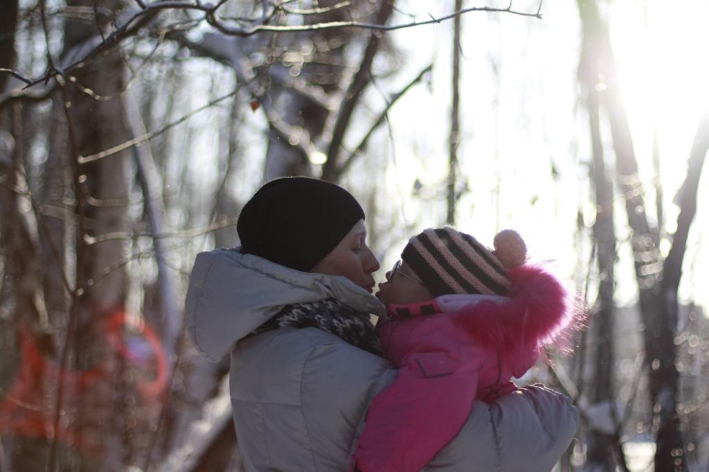 просто любовь.... С мамой на прогулке