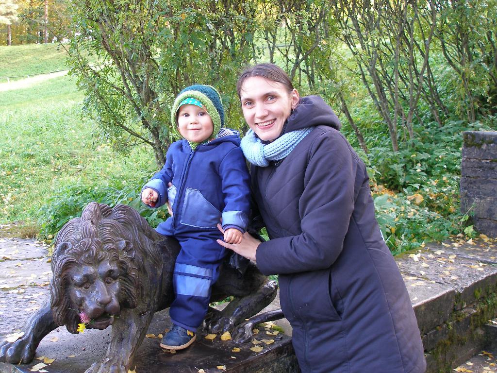 В осеннем парке.... С мамой на прогулке