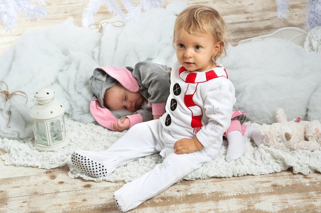 Пусть поспит моя сестрёнка,покараулю сон зайчёнка!. Новогодний карнавал