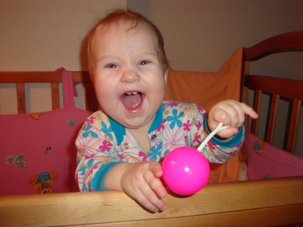 Моя лучшая игрушка - заводная погремушка!. Моя погремушка