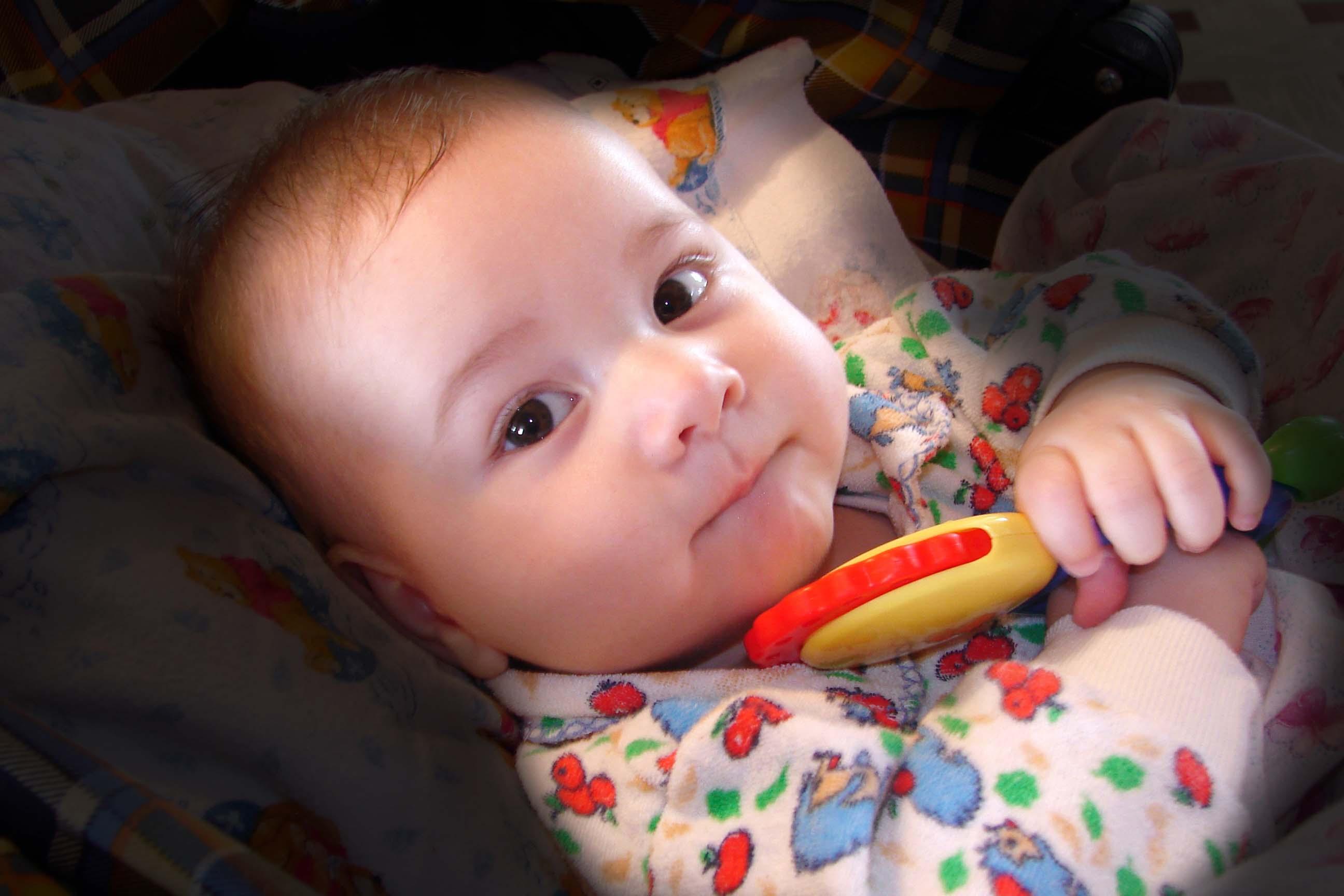 Моя любимая игрушка - погремушка. Моя погремушка