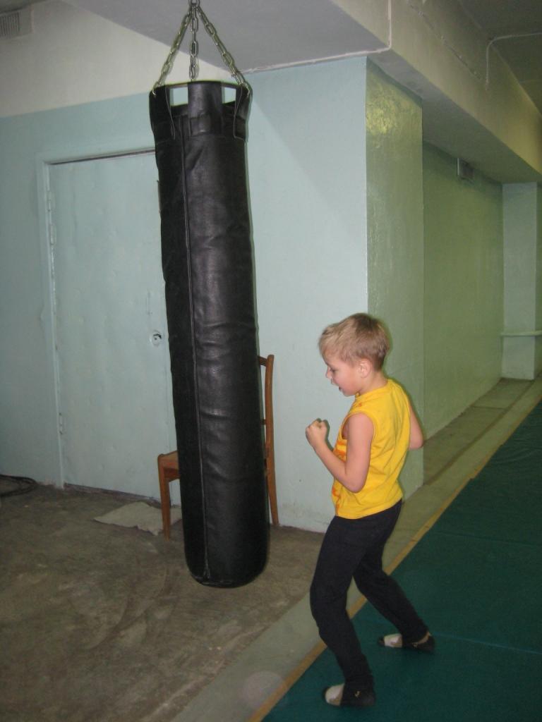 тренировка в спортзале.