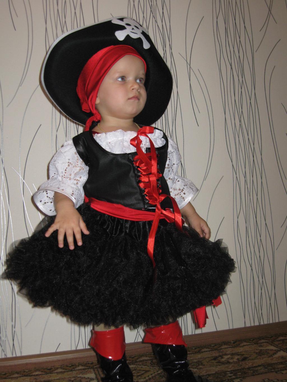 Полина - пиратка 2011 (1,6 года). Новогодний карнавал