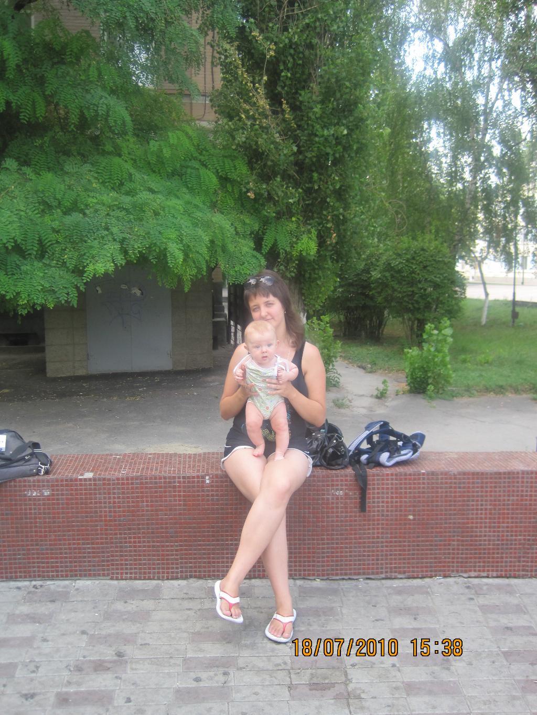жаркое лето 2010. С мамой на прогулке