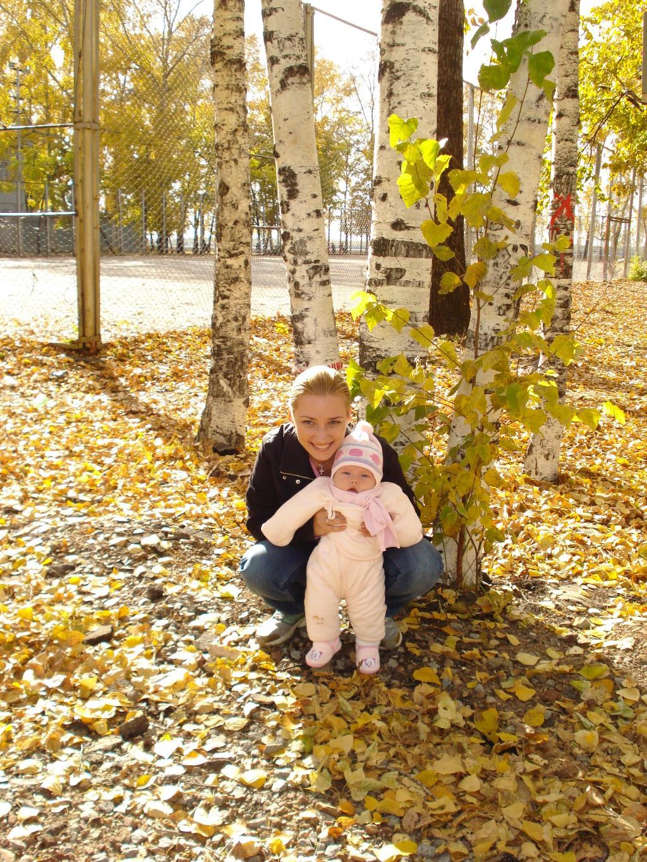 первая осень. С мамой на прогулке