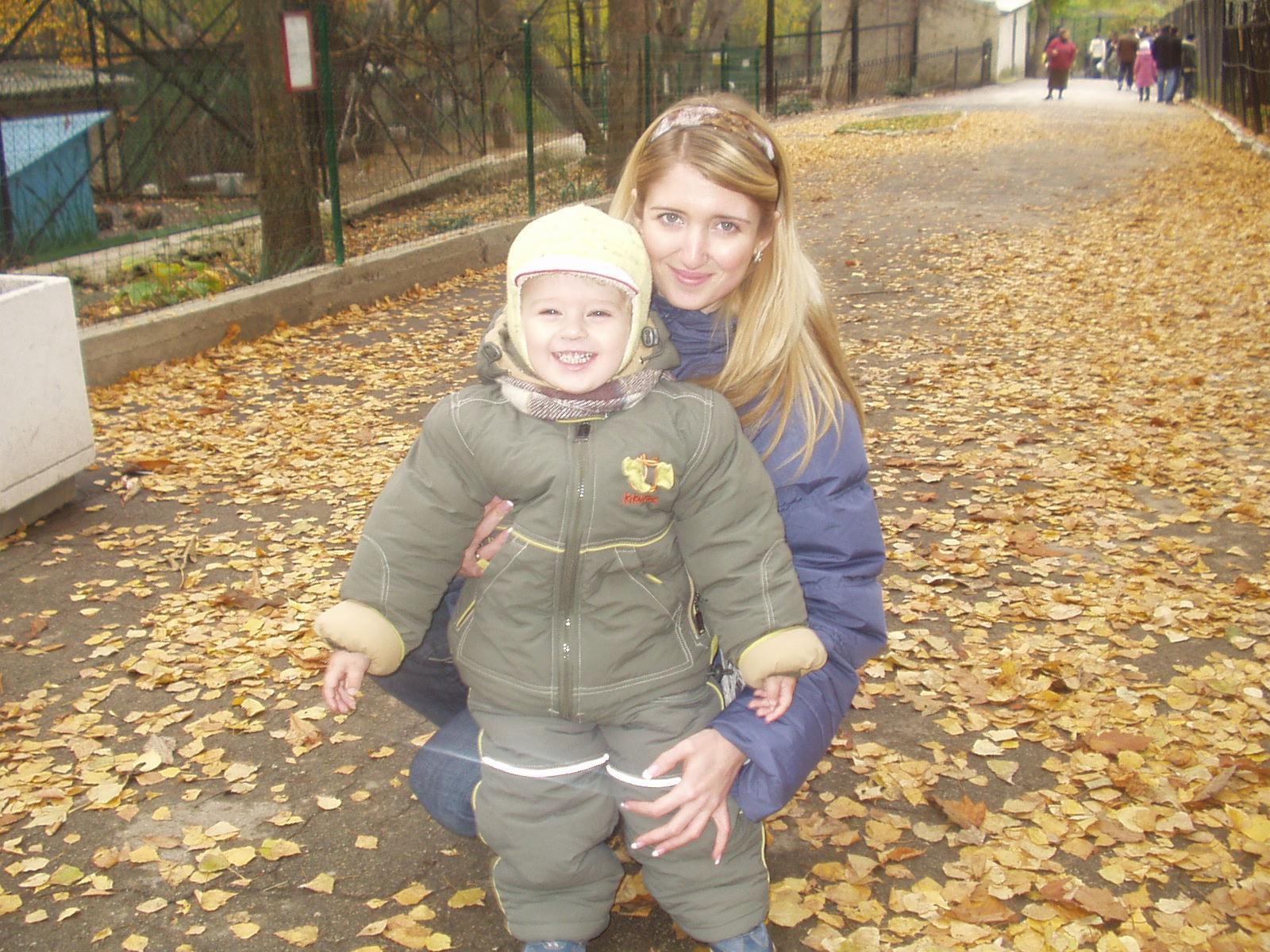 Первый раз в зоопарке!. С мамой на прогулке