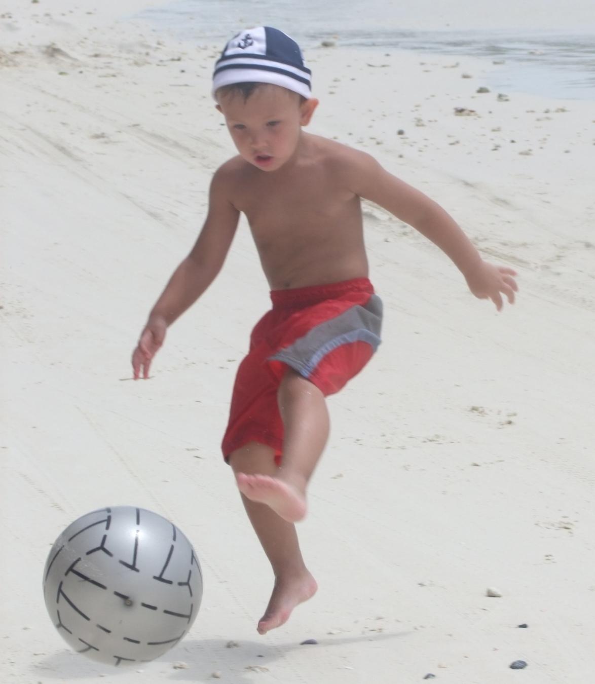 Футбол всегда, футбол везде... Закрытое голосование фотоконкурса 'Моя тренировка'