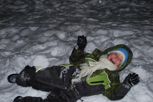 00 часов 30 минут 1 января 2011 года. Снежные забавы