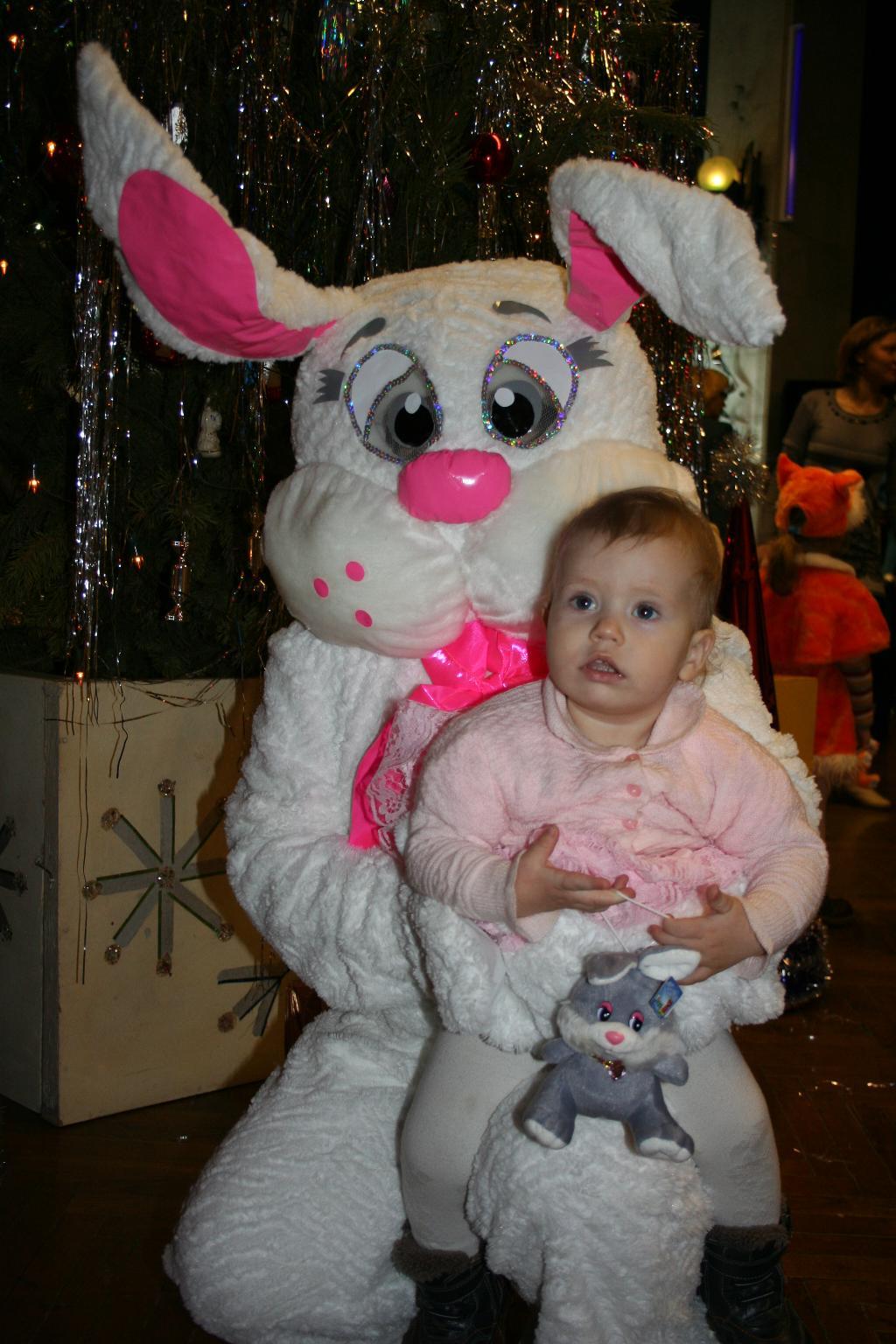 Три зайчёнка.. Новогодний карнавал