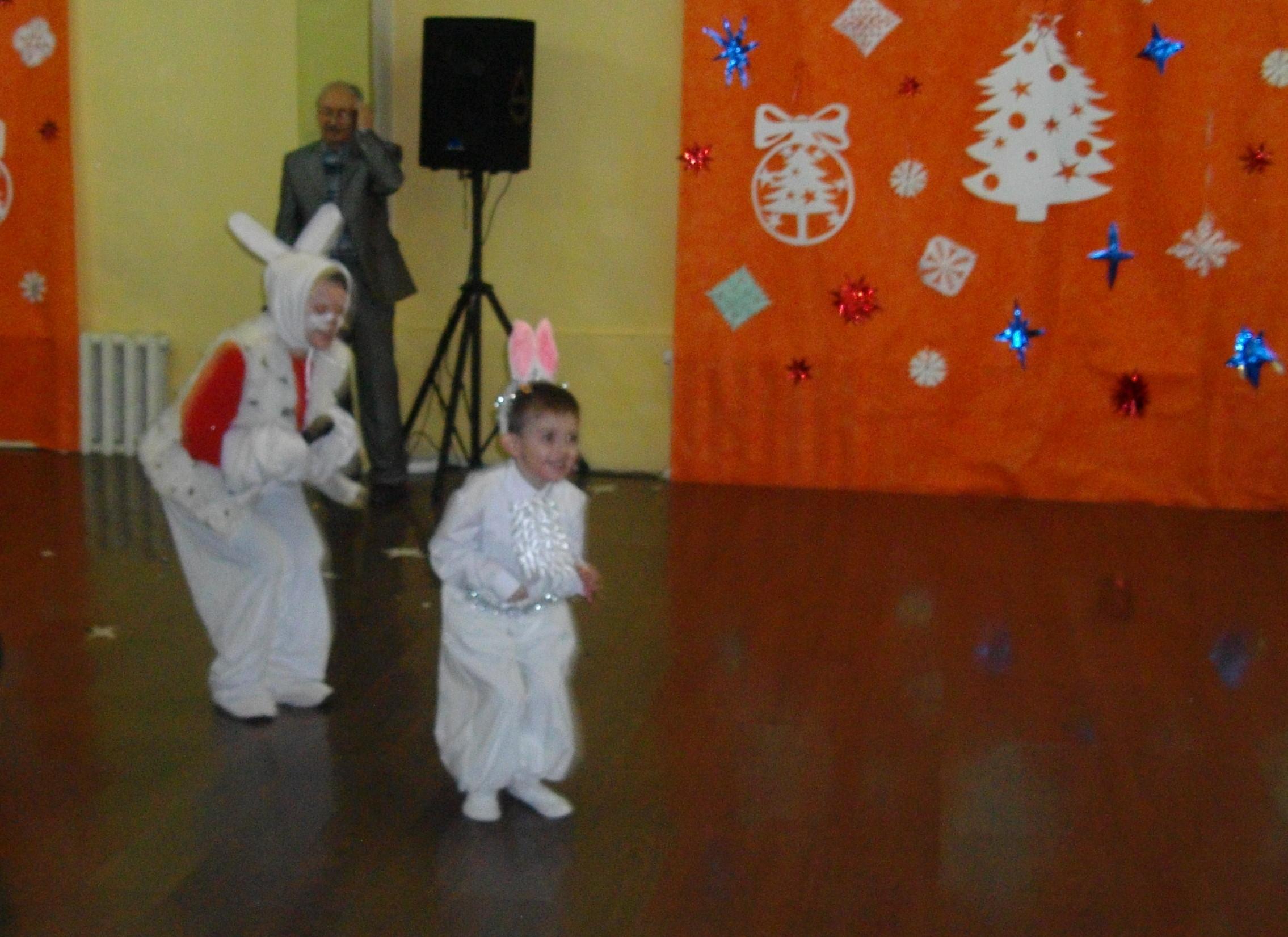 Раз, два, три, четыре, пять! Вышли зайцы погулять!. Новогодний карнавал