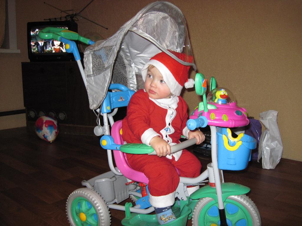 Санта на велосипеде. Новогодний карнавал