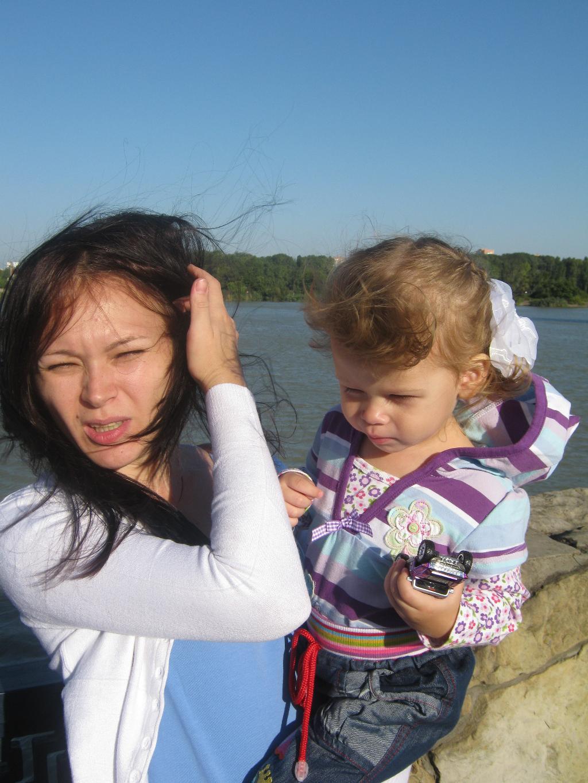 Ветер, солнце, чудесная погодка ). С мамой на прогулке