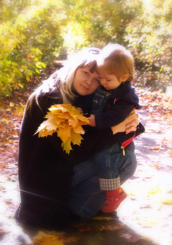 осень. С мамой на прогулке